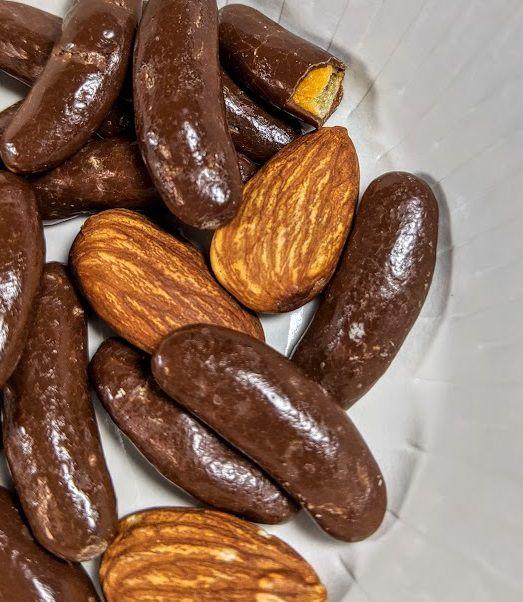 亀田の柿の種(チョコ&アーモンド)は美味しいか?まずいか?の画像