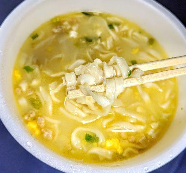 日清のどん兵衛(黄金鶏油 鶏白湯うどん)は美味しいか?まずいか?の画像
