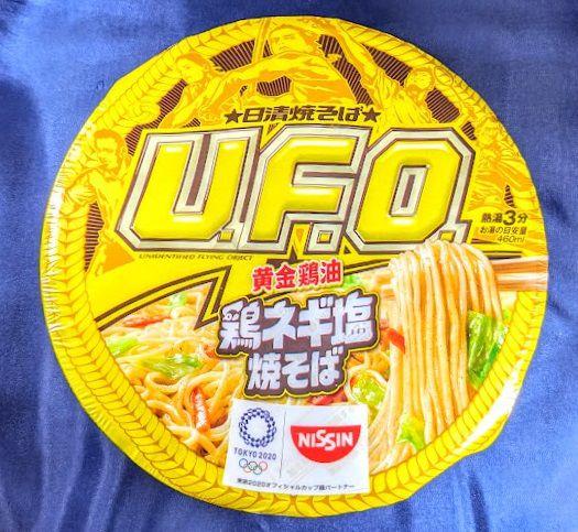 日清焼そばU.F.O(黄金鶏油 鶏ネギ塩焼そば)のパッケージ表の画像