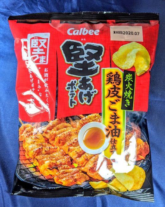 カルビー 堅あげポテト(炭火焼き 鶏皮ごま油仕立て)のパッケージ表の画像