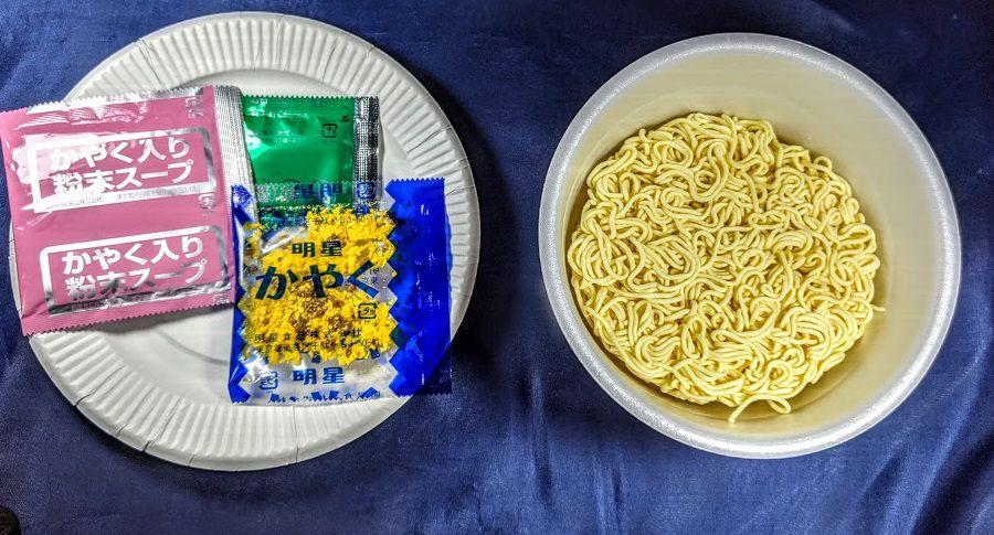 明星 チャルメラどんぶり 宮崎辛麺の中身の画像