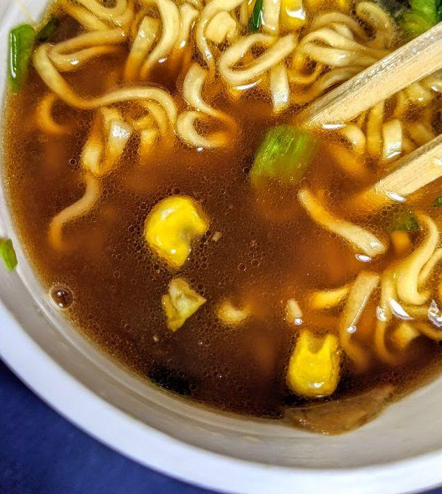 明星チャルメラ(醤油バター)のスープの画像