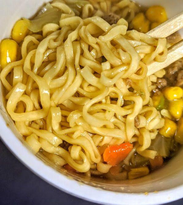 明星チャルメラ(味噌バター)の麺の画像